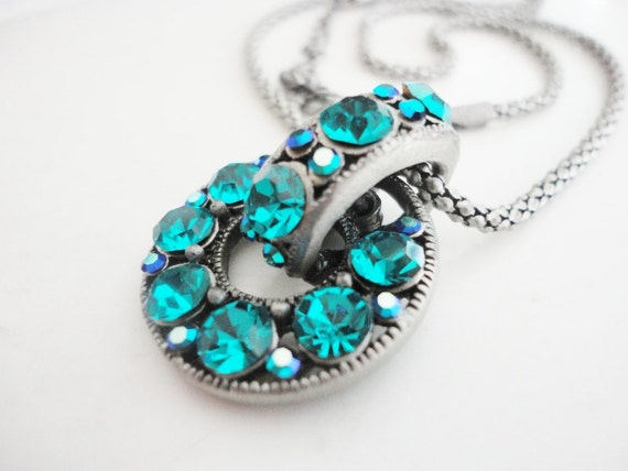 vintage jewelry silvertone necklace with sparkling round turquoise rhinestones pendant