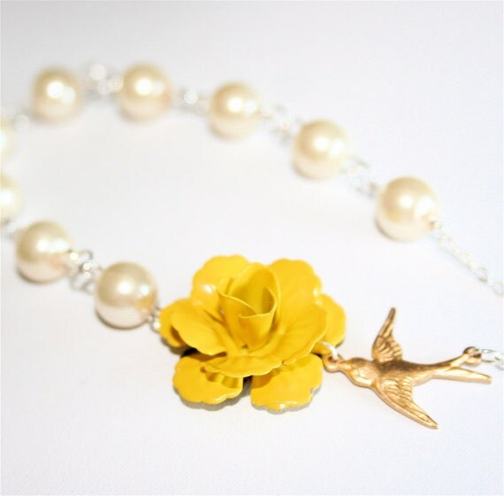 Yellow Flower Necklace with pearls, Bird, Bird Necklace,Wedding jewelry,Bridesmaid Gift, Sterling Silver, Mother's day Gift