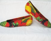 omg. amazing colorful fruit print wedges. 7 7.5 70's 80's