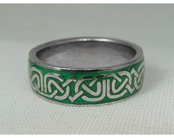 Celtic band with green enamel
