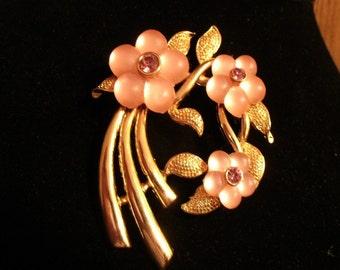 Vintage gold tone pink flower brooch