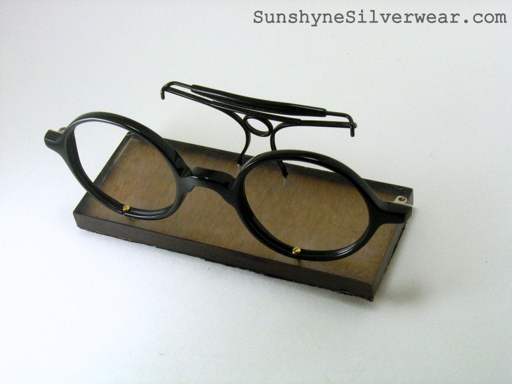 Eyeglass Frame Holders : Business card holder made from vintage glasses frames eco