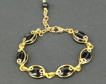 Black Onyx Gems Brass Wire Bracelet