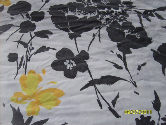 King Black and White Sheet (bottom fitted)