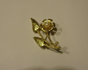 Vintage Goldtone Lily  Pin  Signed New View