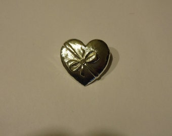 Vintage Silvertone gift wrapped Heart /  Valentines  Pin Unsigned New View