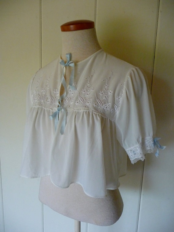 Vintage Kickernick embroidered nylon bed jacket with satin ties, size 34