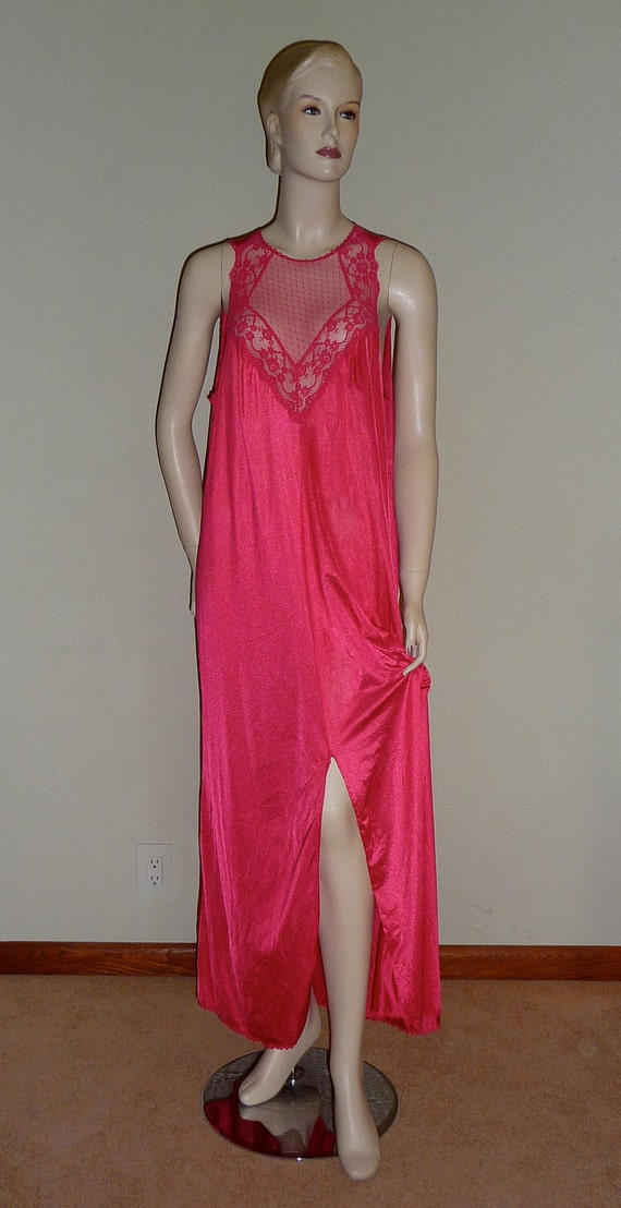 Vintage 80's Raspberry Long Nylon nightgown from Formfit, Large