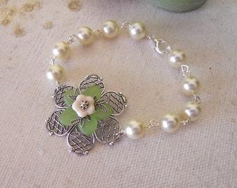 Si Bracelet Silver, Flower Bracelet, Green flower, silver flower , Cream Flower, cream earls, Free Shipping, Gift,  Wedding bracelet