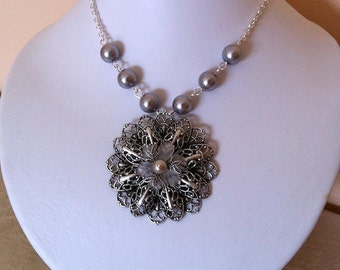 Free Shipping - Escape necklace - Gray pearls