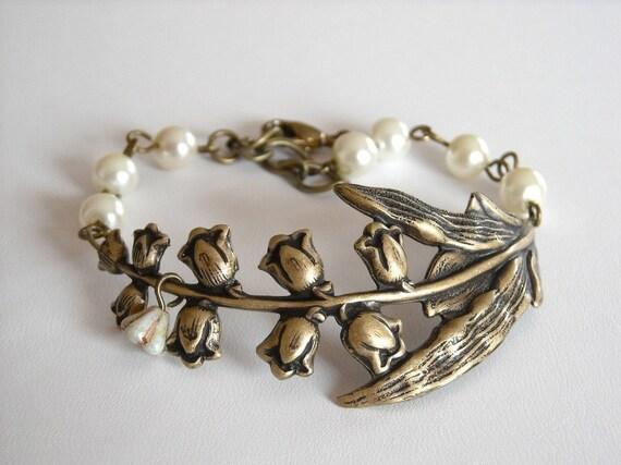 Lily Bracelet - Lily Branch Bracelet,  Charm Bracelet, Beaded Bracelet, wedding bracelet, Free shipping, Gift,Cream Pearls