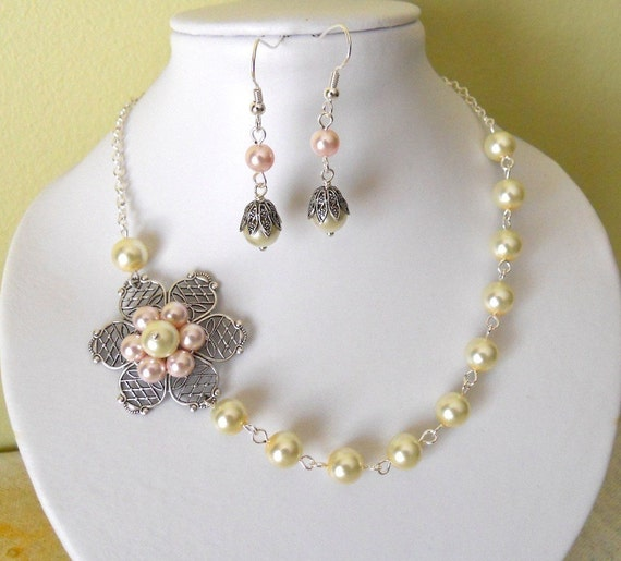 Jewelry Set of 2 Necklace and Earrings,  Pink and  Ivory, Statement necklace, Drop Earrings, Lariat, Dangle, Flower pendant