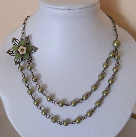 Free Shipping - Si Necklace- Olivine Pearls