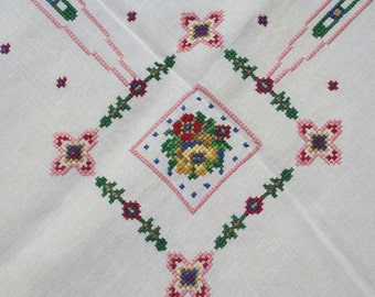 Vintage Floral Tablecloth Embroidered with 4 Napkins Bridge Set