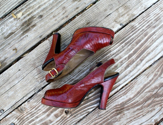 betty baked the cake // 1940s cherry peeptoe pumps size 6