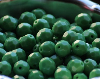 """10 pieces of opaque """"apple"""" green 8 mm fire polished czech crystal beads (CZ08-05)"""