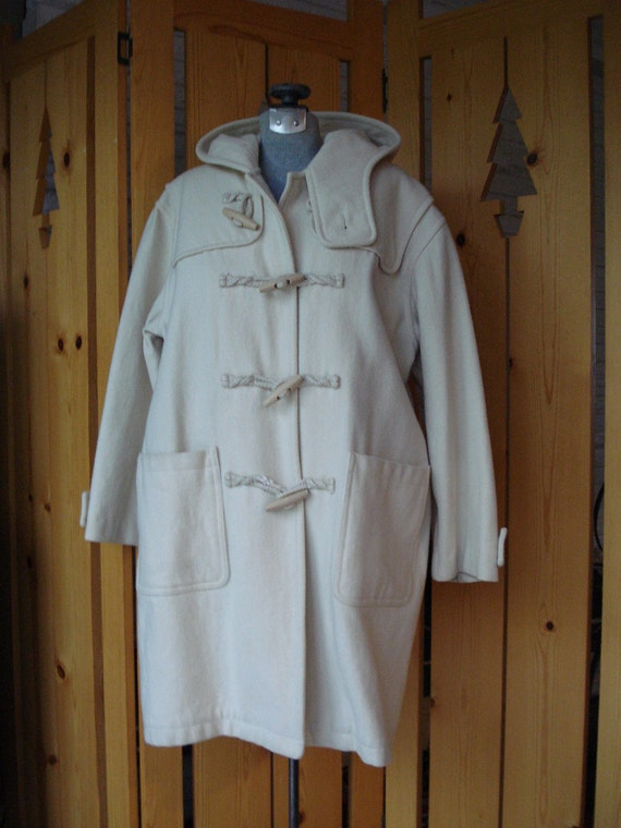 NORDIC Toggle Coat  80's  Cream Coloured Wool Duffle Coat with Wooden Toggles