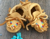 Beaded baby moccasins ,  Newborn baby moccasins , baby shoes
