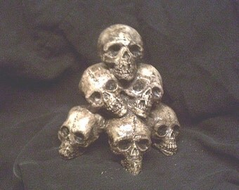 Mini Skull Pile Gothic Skeleton Halloween Horror Bones Statue Prop Small Macabre Dungeon Cemetery  Home Decor