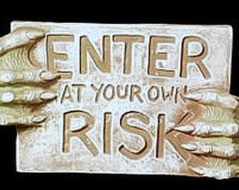Enter At Your Own Risk Sign Halloween Prop Gothic Horror Beast Hands Wall Hanging Plaque Cemetery Creature Home Garden Decor
