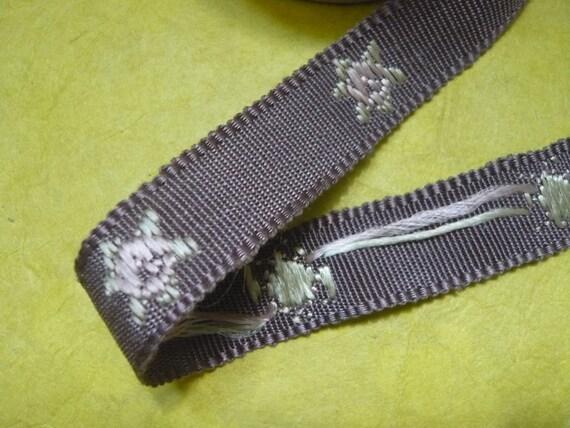 Vintage Ribbon Bolt
