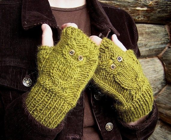 Reserved Listing for Dolangeiman---Olive green Owl gloves in acrylic/wool blend yarn