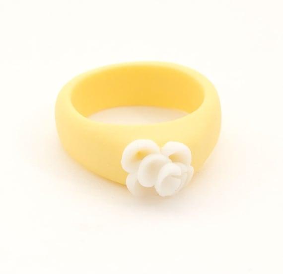 Yellow White Flower Ring, Floral Porcelain Ring - Zambra, Minimalist Jewelry, Delicate Feminine Ceramic Jewelry , Handmade Flower Jewelry