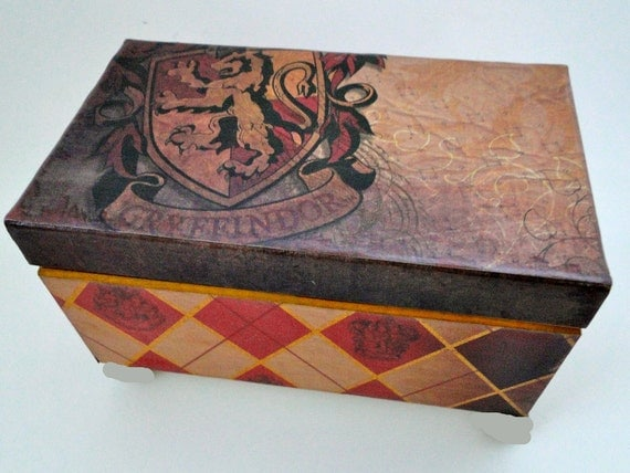 Harry Potter Golden Gryffindor Keepsake Trinket Box - Vintage Classic Edition - Still available for Christmas