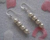 Pearl bridal earrings 'Perdita.'