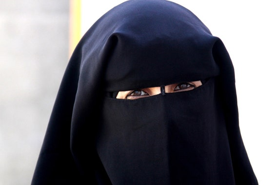 Woman in Gaza Wearing a Head Covering (color photo, various sizes)