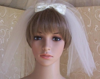 Short Retro Veil with Small Brocade Bow.