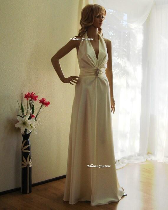 Daphnie - Retro Glamour Wedding Dress. Slender, flattering fit. BEAUTIFUL style.