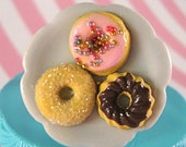 3 Mini Donuts on a Flower Plate Ring