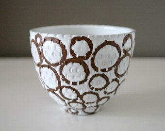 "Circles and Raindrops Carved Stoneware Bowl / Brown and White Circles / ""PÖL"""