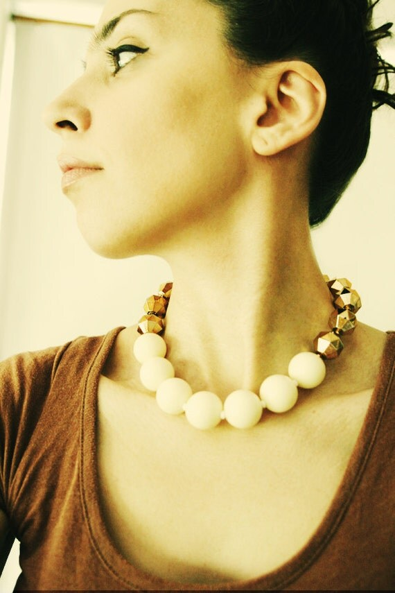 "Vintage Lucite Retro Necklace in Cream and Faceted Gold / Bridal, Elegant, Sparkling Audrey Hepburn Style / ""IZUMI"""