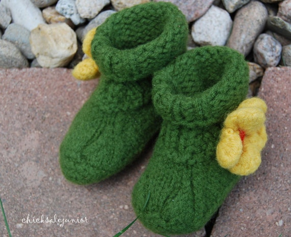 Baby hand knit booties shoes girls Green felted pure wool 12 to 18 m toddler socks Ready to ship from Colorado