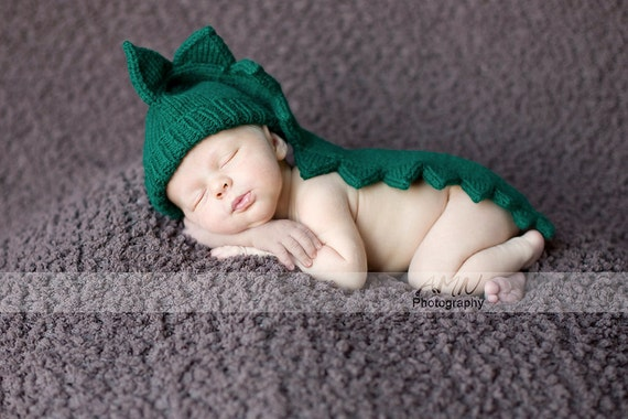 Baby Infant 1-3m  dinosaur dragon crocodile alligator green hat. Infant Halloween costume Knit to order Made in Colorado Photo Prop