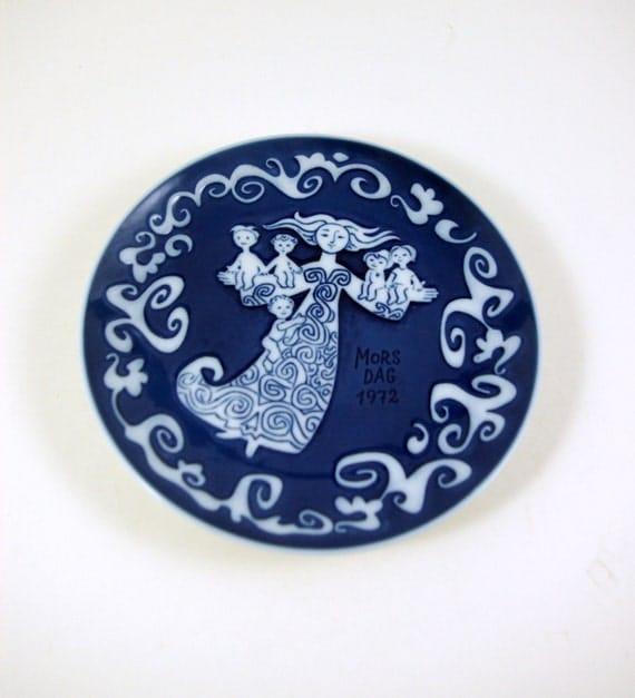 Royal Copenhagen Mother's Day Plate Designed by Kamma Svenson