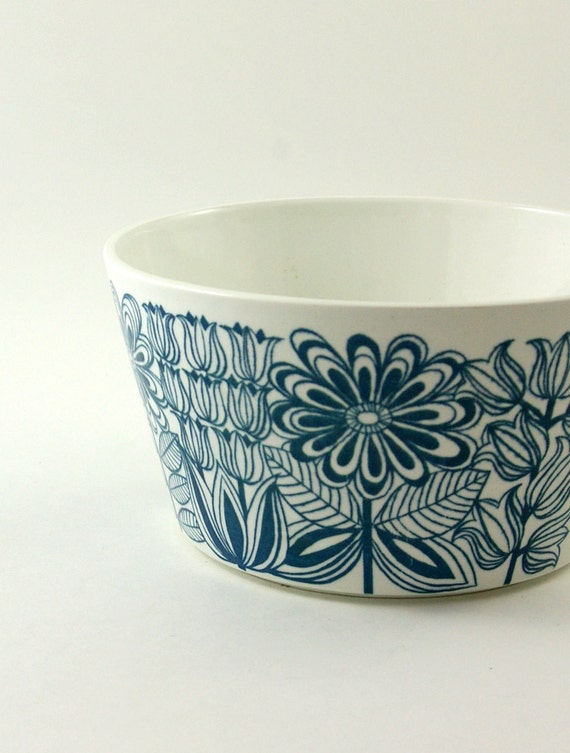 Arabia of Finland Keto Vegetable Serving Bowl - Designed by Esteri Tomula