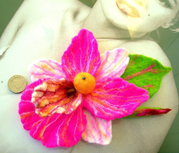 sale    sale  sale-felted  brooch  -ORCHID-
