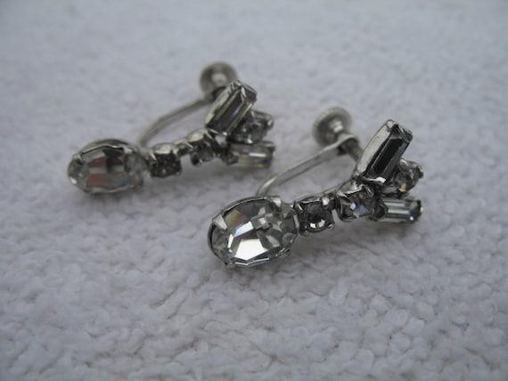 Vintage Rhinestone Earrings........Screwbacks......Crystal Rhinestones...