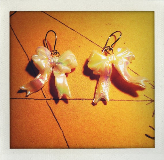 Vintage Irridescent Bow Earrings