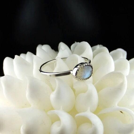 Labradorite Ring, Oval Ring, Labradorite Silver Ring, Gray Gemstone Ring, Gray Stone Ring, Sterling Silver Ring, Stacking Ring, Stack Ring