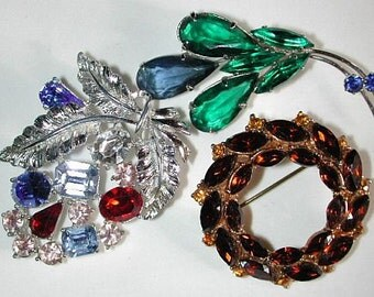 Lot 1 of 3 vintage colorful rhinestone brooches / pins