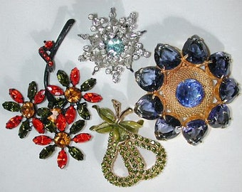 Lot 4 of 4 vintage colorful rhinestone brooches / pins