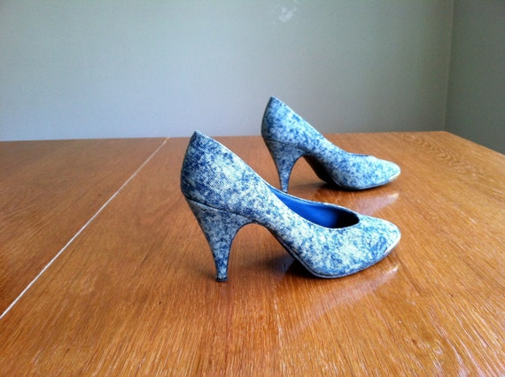 rad vintage 1980's acid wash denim heels.  pumps.