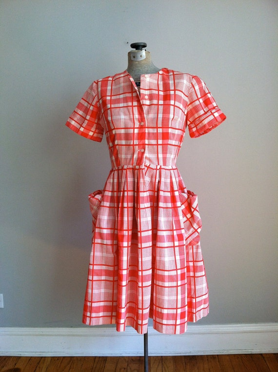 sale 1950's PLAID DAY DRESS small size. full skirt