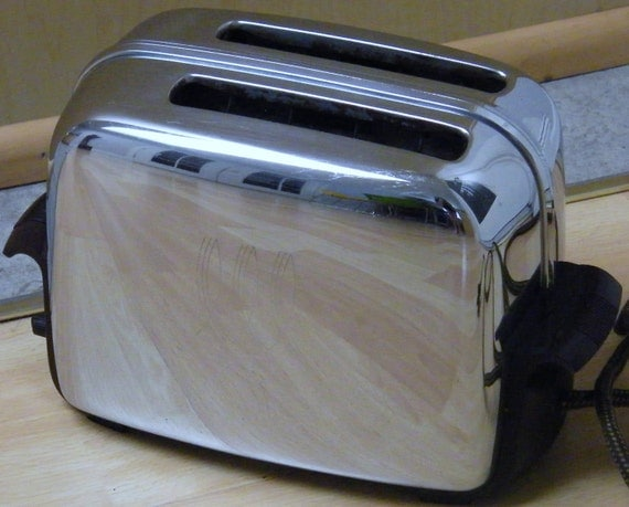 Vintage Mid Century 1940's 1950's Toastmaster Toaster Model 1B14 Chrome with Bakelite Retro Kitchen