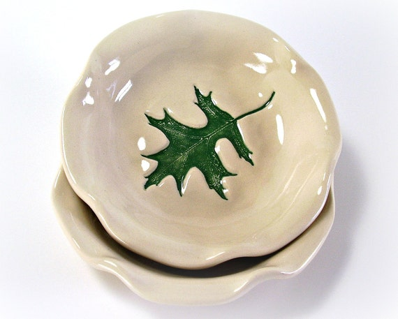 Small Ceramic Bowl with Oak Leaf Impression - Off White and Green - Spring/Summer/Home Decor/Gift - Handmade Pottery