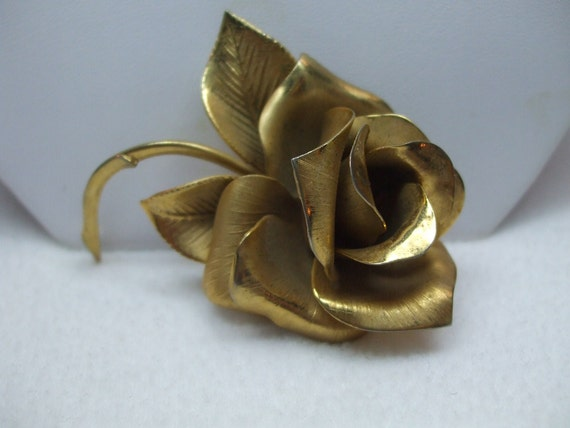 Vintage Gorgeous Gold tone Floral Rose Brooch-Signed Giovanni
